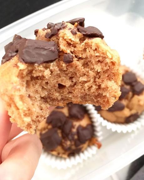 Magdalenas sin azúcares añadidos, y sin gluten (usando dátiles y mantequilla de cacahuete)